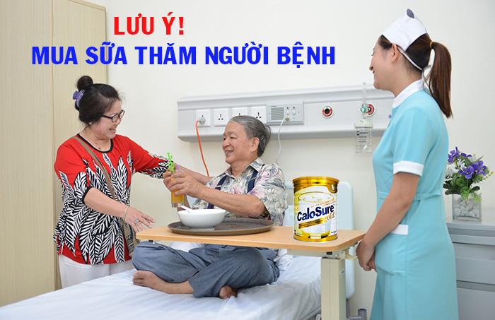 Mua sữa thăm người bệnh